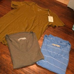 V neck tee bundle A&f size small, med price firm